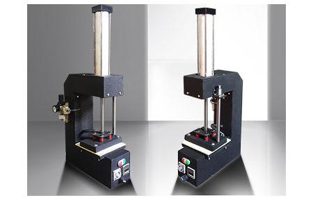 بازدیدها: 14 دستگاه چاپ اتیکت این دستگاه در سایز های کوچک از سایز ۱۰ در ۲۰ و حتی کوچکتر تولید میشود تا سایز ۳۰ در ۴۰ سانتیمتر قابل ارایه می باشد. کاربرد این دستگاه بخاطر وزن کم و اشغال فضای کم ، بسیار زیاد است . در کارگاه های کوچک برای اتکت زنی روی سینه […]